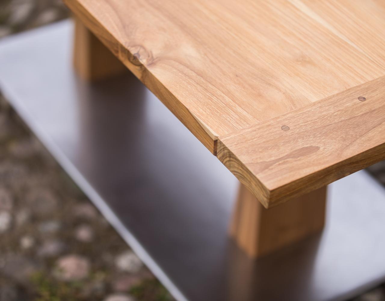 Luomus woodworks inspiroidu perhosia ruokapöydällä ruokapöytä tiikistä